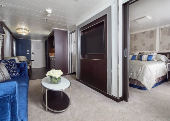 v Penthouse Suite